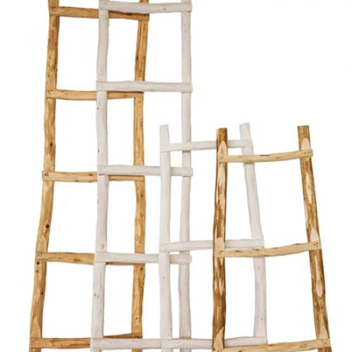 De ladder voor het raam rage in albani - Deco houten trap ...