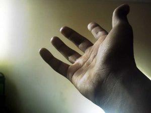 20140325 uitgestoken_hand
